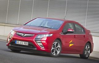 Opel Ampera und iZEUS: Intelligentes elektrisches Fahren und Laden