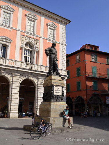 Plaza en la ciduad de Pisa