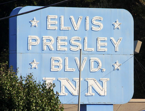 Elvis Presley Blvd. Inn neon sign