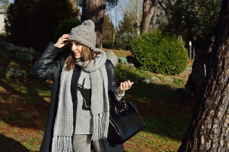 lara-vazquez-madlula-casual-fashion-blogger-grey-beanie-black-outfit