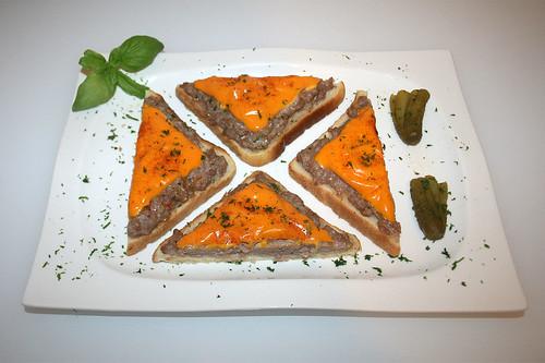 13 - Bratwurst-Toast - Serviert 2 / Served 2