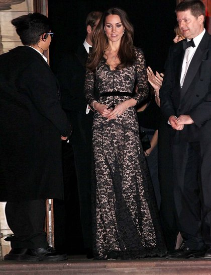 catherine-duchess-of-cambridge-black-lace-temperley-evening-gown-screening-david-attenborough-natural-history-museum-alive-3d-getty_Temperley