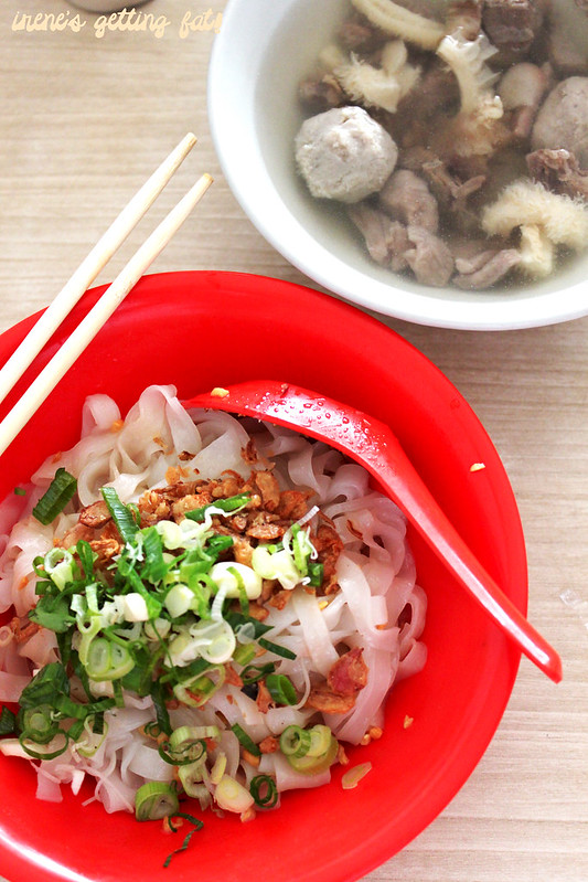 akiaw-noodles-combination-broth