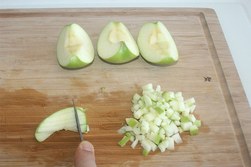 16 - Apfel würfeln / Dice apple