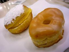 doughnut(0.0), icing(0.0), pä…czki(0.0), breakfast(1.0), baked goods(1.0), profiterole(1.0), food(1.0), dish(1.0), dessert(1.0), cuisine(1.0), snack food(1.0), danish pastry(1.0),