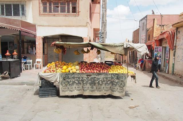公路旁的水果攤