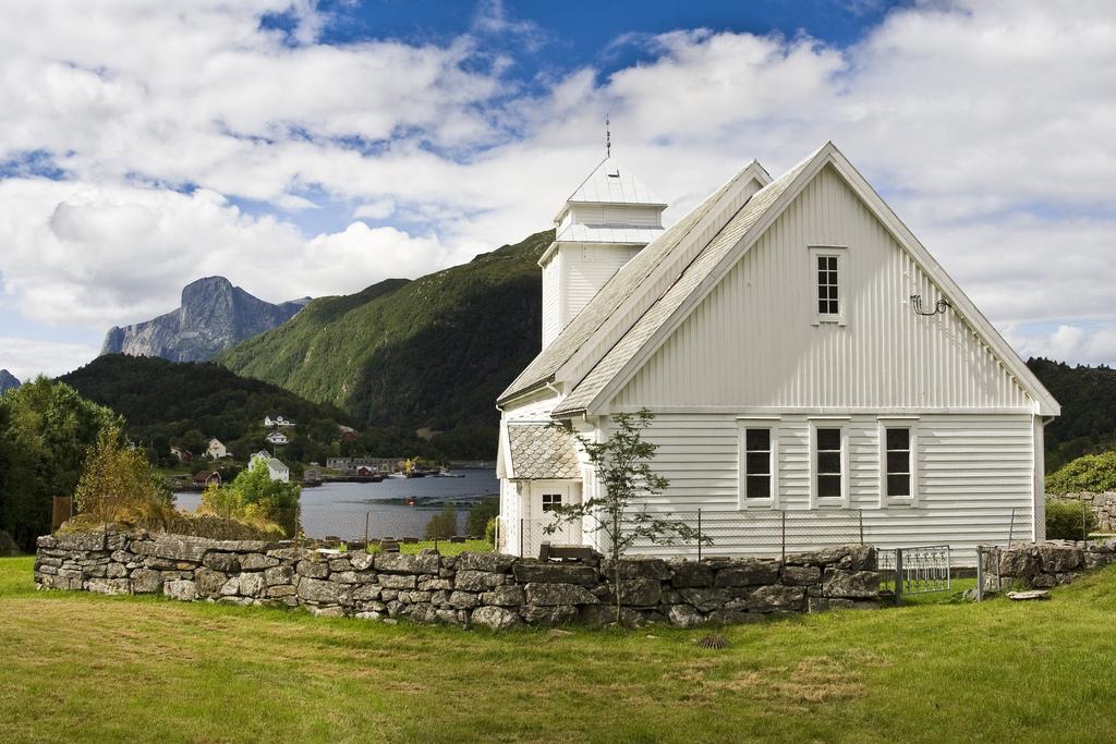 16. Iglesia de Rugsund, en Nordfjord. Autor, Escarto
