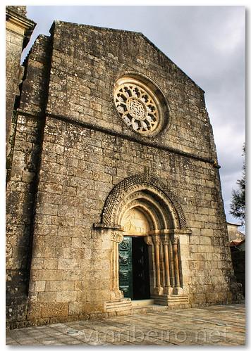 Fachada da igreja românica de Fonte Arcada by VRfoto