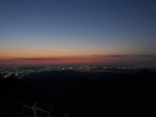 日の出山山頂から。行くか、行くまいか。。。