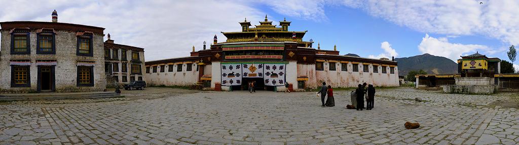 Самье,-панорама-монастыря