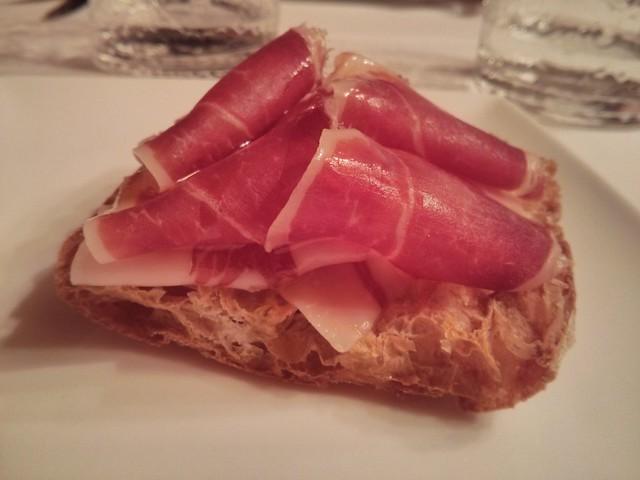 tostada de pan de cristal de jamón de jabugo - restaurante espliego - vila-real castellón