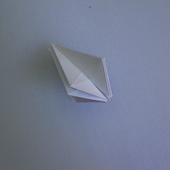 วิธีพับกระดาษเป็นรูปดอกลิลลี่ 015