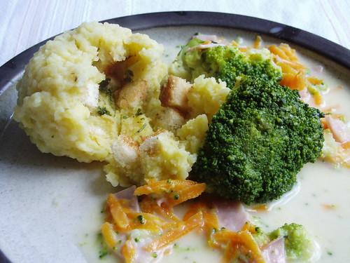 Knödel mit Brokkoli-Schinken-Soße 006
