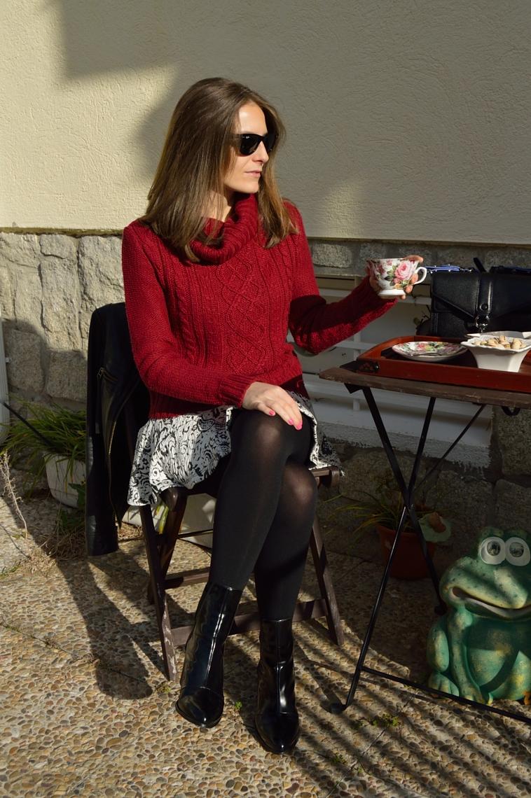 lara-vazquez-madlula-putfit-style-fashion-blog-burgundy-sweater-skirt-black-details