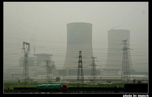 霧霾來自工廠廢氣。