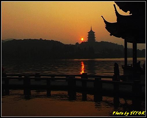 杭州 西湖 (其他景點) - 560 (西湖十景之 柳浪聞鶯 在這裡看 西湖十景的雷峰夕照 (雷峰塔日落景致)