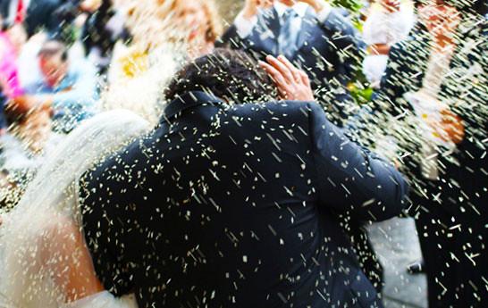 lluvia-de-arroz-en-las-bodas-símbolo-de-abundancia