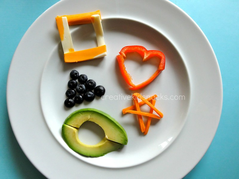 Practice forming shapes during lunch time using superfoods #healty #creative kids food
