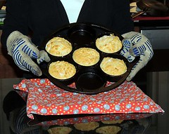 biscuit cast iron pan_5 403