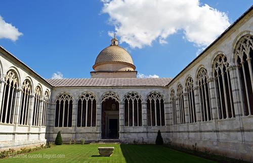 Campo Santo o cementerio situado dentro de la Plaza de los Milagros, en Pisa