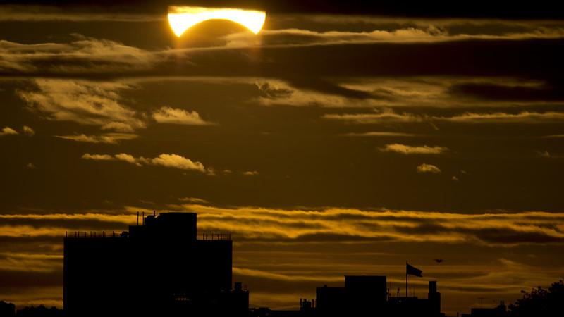 """eclipse """"híbrido"""" de Sol"""
