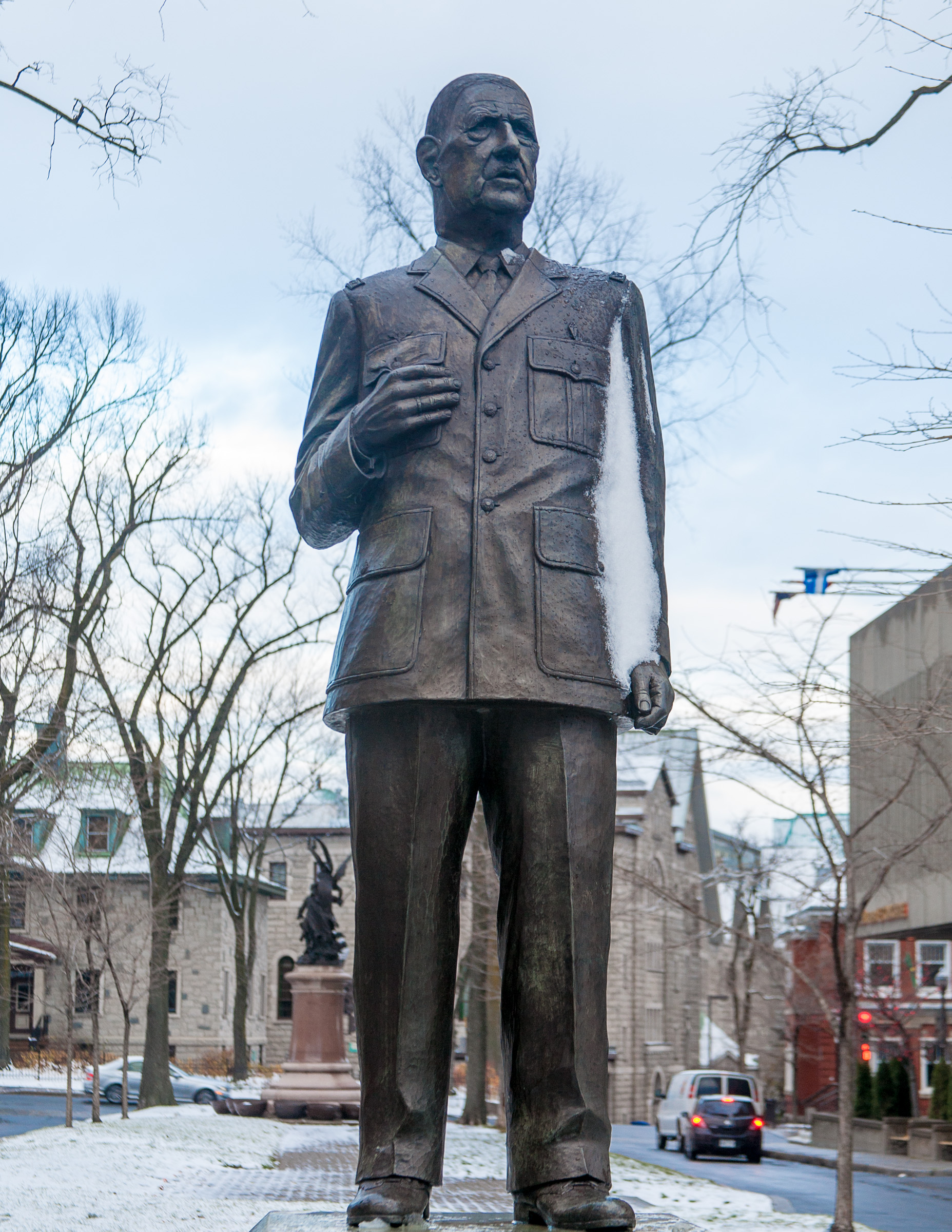 Picture of a statue of Charles de Gaulle