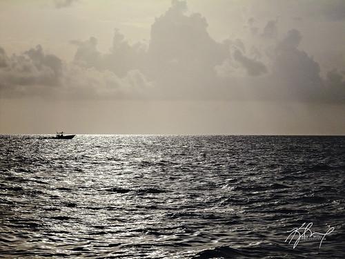 ocean sunrise dawn boat fishing florida floridakeys centerconsole thephotographyblog