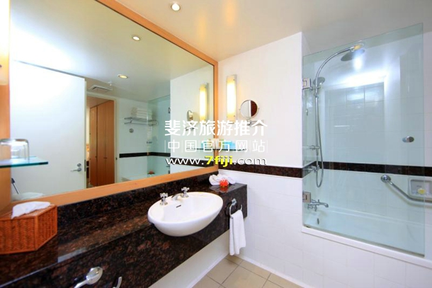 别墅内浴室