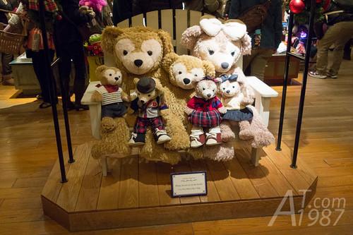 Tokyo DisneySea - Aunt Peg's Village Store