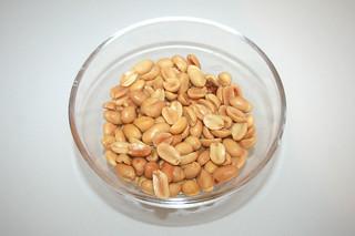 13 - Zutat Erdnüsse / Ingredient peanuts