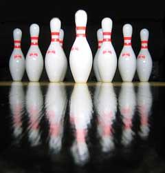 Bowling-pins courtesy of Stefan Grazer /Wikimedia Commons