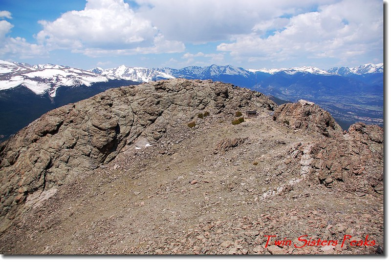 Twin Sister Peaks東峰頂眺西峰