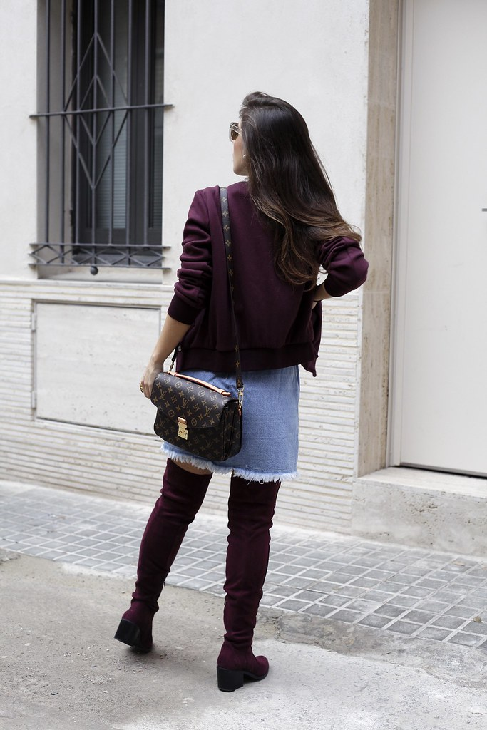 08_how_to_wear_bomber_burgundy_outfit_theguestgirl_streetstyle_barcelona