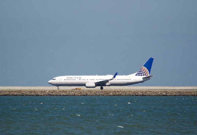 United Airlines Boeing 737, port profile, takeoff from SFO DSC_0111