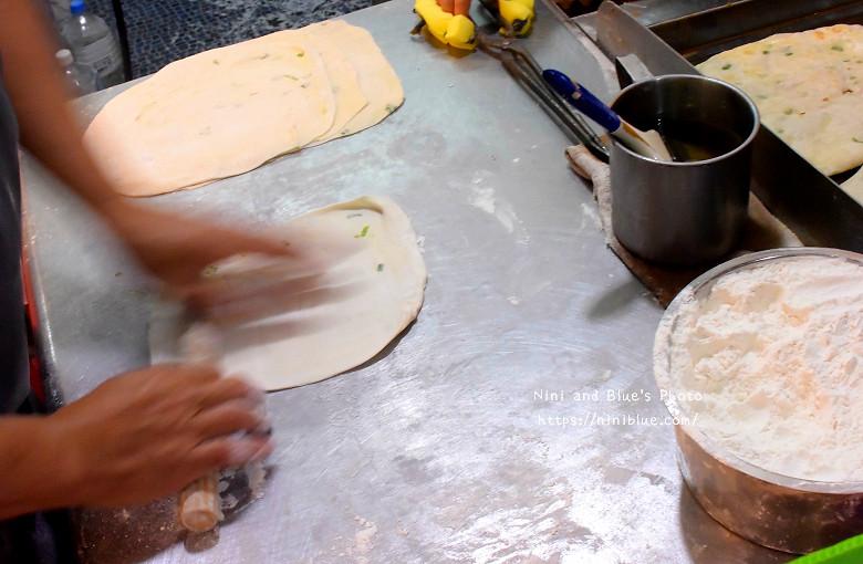 30772093376 f561e42c5e b - 逢甲脆皮蛋餅 巷弄美食銅板小吃,蛋餅比燒餅還脆,內餡還是章魚燒口味,價格親民