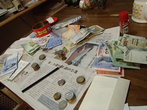 国際的家族、 各国貨幣 a lot - naniyuutorimannen - 您说什么!
