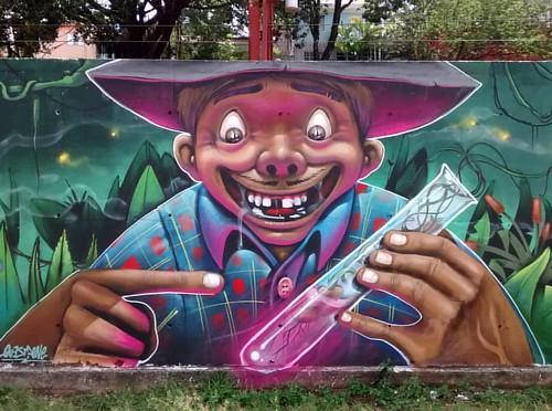 Manipulação de sementes ... 🌱💉 Detalhe da minha peça no painel com Borgo e Guetus, logo mais completo. 🎨✊📝  #perusferia #joksjohnes #joks #expodia10dedezembro #personagens #graffitibrasil #graffiti #artederua #questione