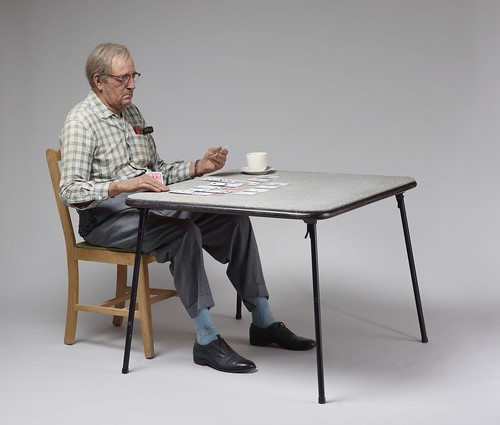 Duane Hanson, Old Man Playing Solitaire-1