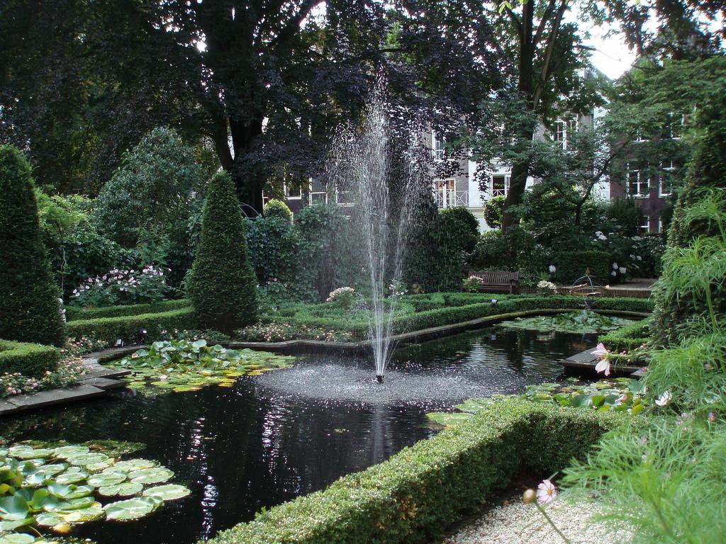 17. Jardines del museo Geelvinck, ubicados en una lujosa casa del siglo XVII. Autor, David Holt