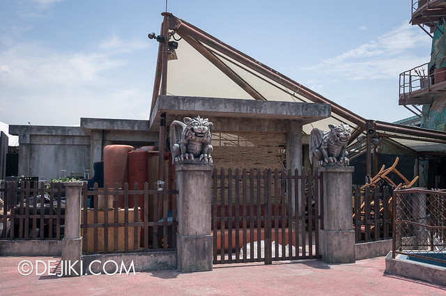 HHN3 Before Dark 2 - Possessions House - Entrance view