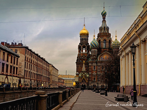 Una de las iglesias más famosas de San Petersburgo es la de Iglesia del Salvador sobre la sangre derramada o Iglesia de la Resurrección de Cristo, levantada en el lugar donde el zar Alejandro II fue asesinado por un atentado bomba en 1881