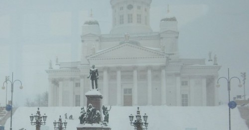 Senaatintori lumisateessa