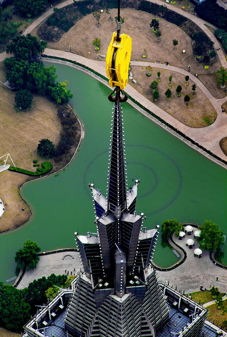 crane-operator-aerial-shanghai-photos-wei-gensheng-9