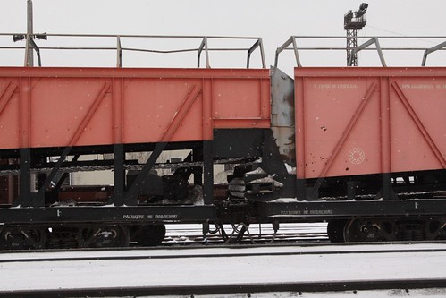Couplings between vehicles of the snow clearance train