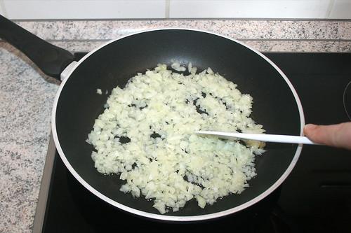 14 - Zwiebeln andünsten / Braise onions lightly