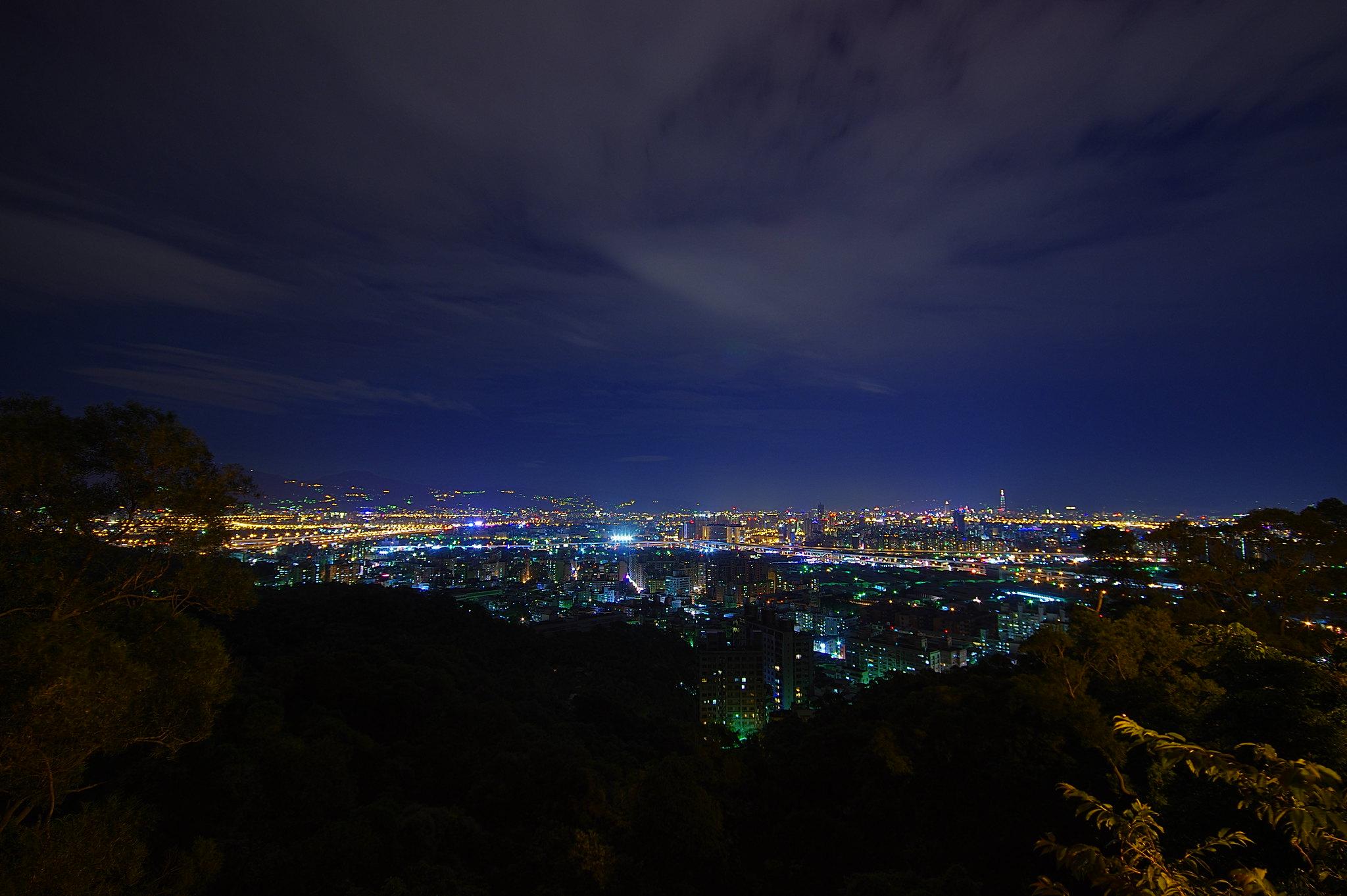 泰山五股夜景
