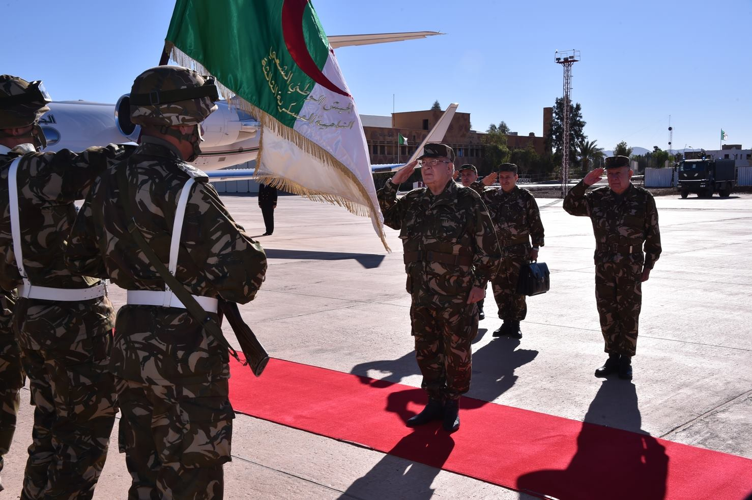 الجزائر : صلاحيات نائب وزير الدفاع الوطني - صفحة 5 30247949154_6bca32e12b_o