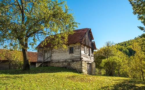 slanipotok gornjastubica village oldvillage landscapes architecture zagorje hrvatska hrvatskozagorje cottage autumn autumncolours croatia nikond600 nikkor173528