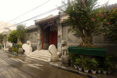 A private residence inside the Hutong.  It's huge!  I figured it's probably the home of some important officials in Beijing!
