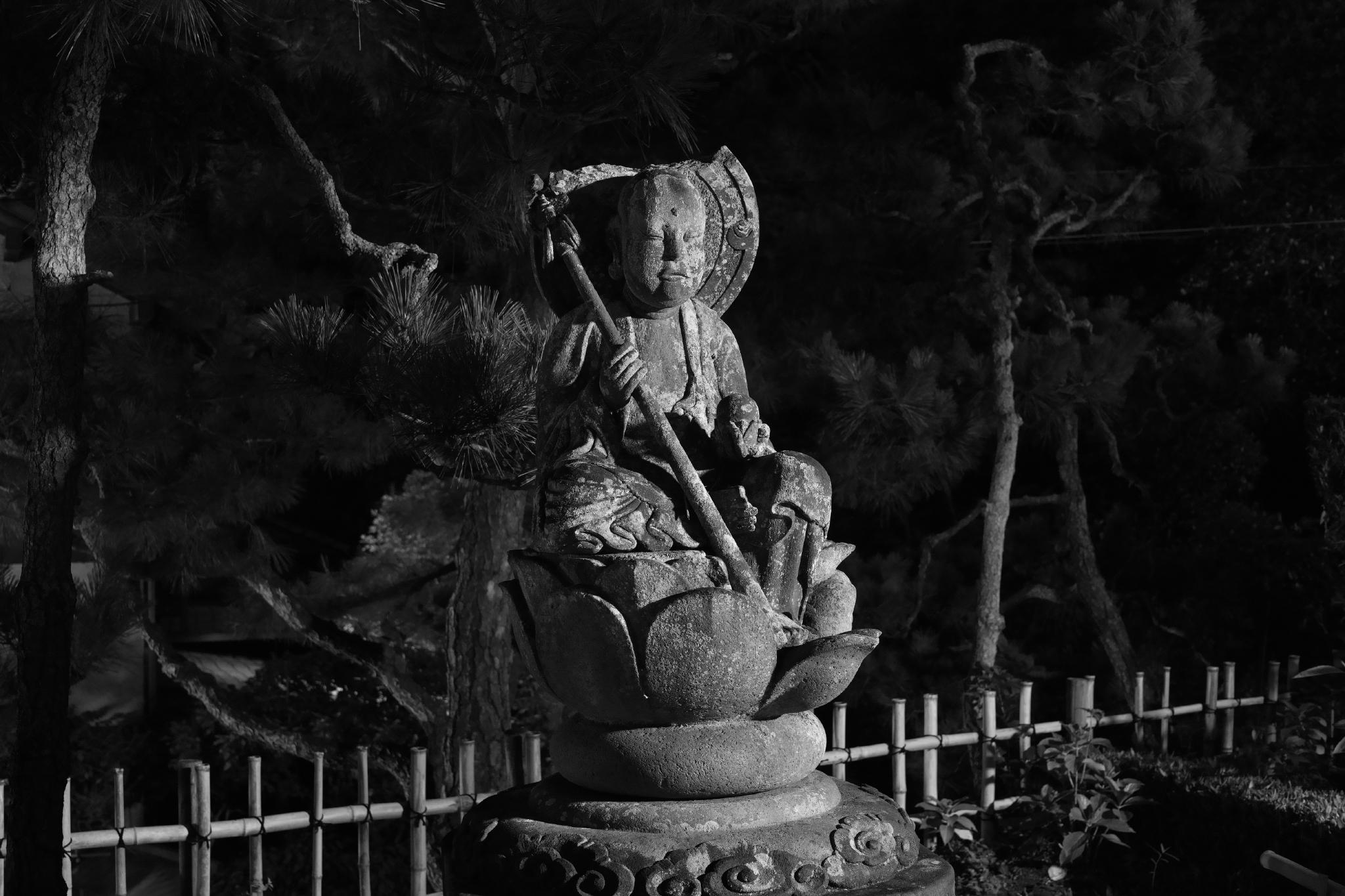 長寿寺門前の仏様